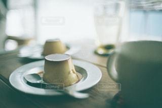 昔ながらのプリンの写真・画像素材[2183214]