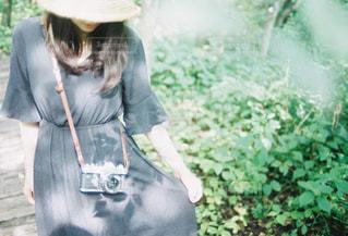 麦わら女子のフィルム写真の写真・画像素材[2228566]