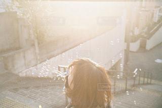 シャボン玉と光の写真・画像素材[3009735]