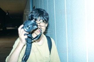カメラを構える男性の写真・画像素材[3499518]