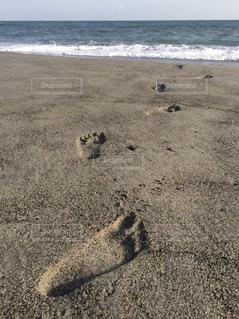 砂浜の足あとの写真・画像素材[1992947]