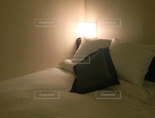 シックなベッドルームの写真・画像素材[324063]