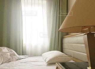 朝のベッドルームの写真・画像素材[346977]