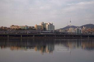漢江とソウルタワーの写真・画像素材[4106930]