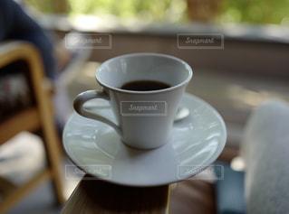 テーブルの上のコーヒー カップの写真・画像素材[797469]