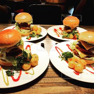 ビックなハンバーガーの写真・画像素材[806278]