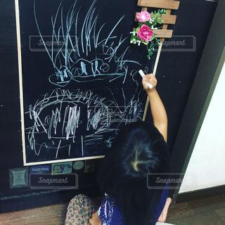 子ども,1人,黒板,お絵かき