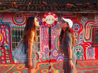 女性,2人,カラフル,旅行,台湾,女子旅,若い,台中,彩虹村