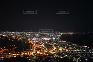 夜の街の景色の写真・画像素材[713545]