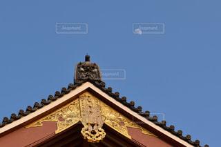 社寺と月の写真・画像素材[1028025]