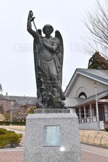 トラピスチヌ修道院の聖ミカエル像の写真・画像素材[1254092]