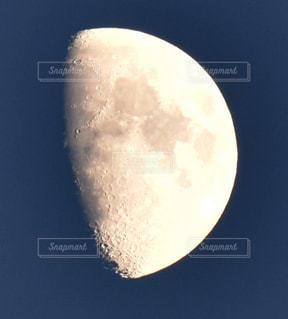 月のクレーターの写真・画像素材[1594245]