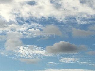 まだらな雲たちの写真・画像素材[2444218]