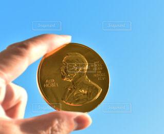 ノーベル賞コインチョコレートの写真・画像素材[2615381]
