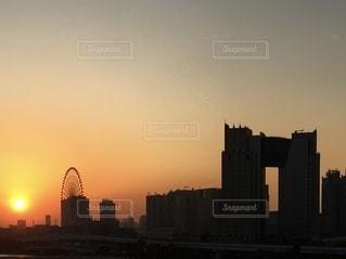 夕暮れ時の都市の眺めの写真・画像素材[2683601]