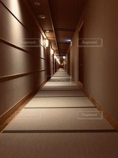 ホテルのながい廊下の写真・画像素材[2734500]