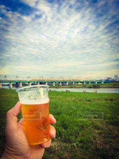 外でビールの写真・画像素材[289007]