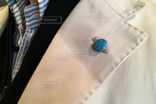 ピンバッチのついたスーツの写真・画像素材[289280]