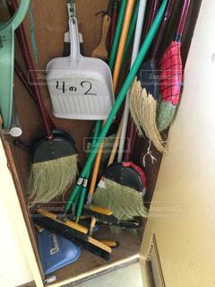 小学校の教室の掃除道具入れ。の写真・画像素材[298188]