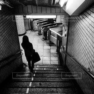 銀座線の改札へ向かう女性の写真・画像素材[303710]