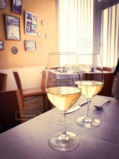 ワイングラスのあるデートの写真・画像素材[318837]
