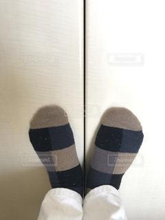 靴下を履いた自分の足の写真・画像素材[323616]