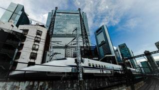 東京駅へ向かう東海道新幹線N700系の写真・画像素材[854187]