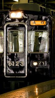 梅田駅を発車する阪急宝塚線5000系の写真・画像素材[854390]