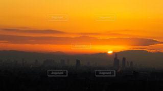 生駒山から昇る初日の出と大阪市街の写真・画像素材[857135]