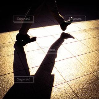 歩く人の足 - No.889907