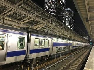東京駅で発車を待つ常磐線の電車の写真・画像素材[979472]
