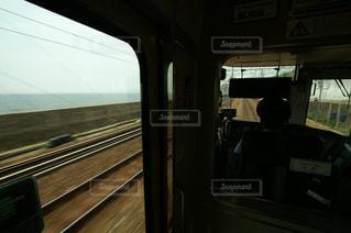明石の海岸沿いを走る神戸線の新快速電車の写真・画像素材[982819]
