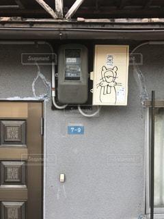 軒先の落書きの写真・画像素材[984051]