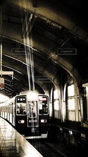 三ノ宮駅に到着する阪急神戸線の特急電車の写真・画像素材[986847]