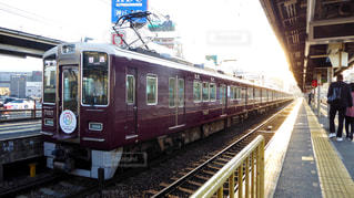阪急中津駅に停車中の神戸線の電車の写真・画像素材[1164492]