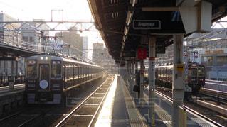 阪急中津駅に進入する神戸線の電車の写真・画像素材[1164493]