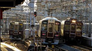 阪急京都線と宝塚線の電車がすれ違うの写真・画像素材[1164495]