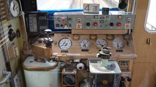 雑然とした能勢電鉄の古い車両な運転台の写真・画像素材[1410386]