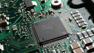 プリント基板に実装された電子部品たちの写真・画像素材[1412353]