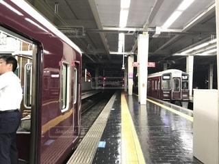 阪急電車での通勤風景の写真・画像素材[1425274]