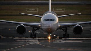 伊丹空港に着陸した飛行機の写真・画像素材[1455163]