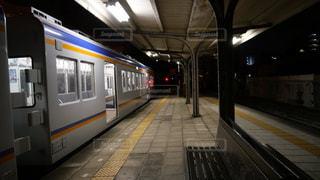 出発を待つ南海汐見橋線の電車の写真・画像素材[1461098]