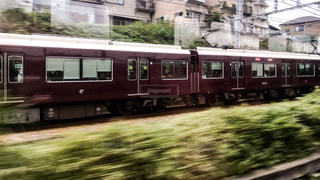 JR西日本の新快速と並走する阪急京都線の特急電車の写真・画像素材[1513670]