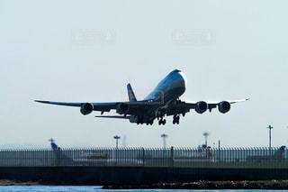 羽田空港を離陸するボーイング747ジェット機の写真・画像素材[1569692]