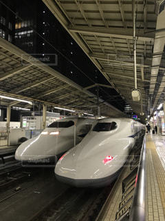 東京駅に並ぶ東海道新幹線の写真・画像素材[1584680]