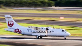 伊丹空港を離陸する日本航空の飛行機の写真・画像素材[1592363]