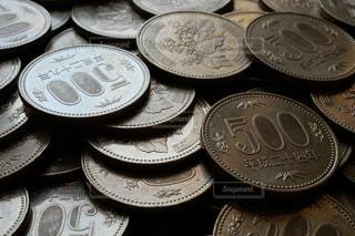 500円玉硬貨のクローズアップ写真の写真・画像素材[1598628]