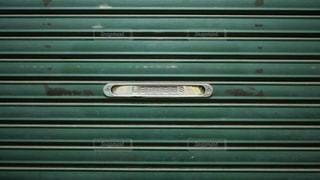 商店街のシャッターについてる手紙や新聞の投函口の写真・画像素材[1615341]