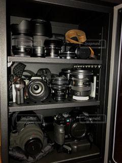 カメラやレンズを湿気から守る電子防湿庫の写真・画像素材[1676843]