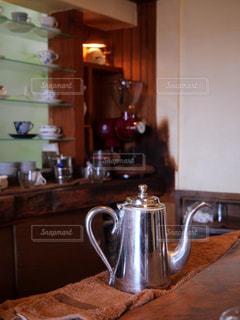 芦屋のお洒落なカフェのカウンターの写真・画像素材[1699296]